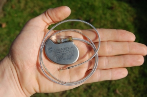 St_Jude_Medical_pacemaker_in_hand